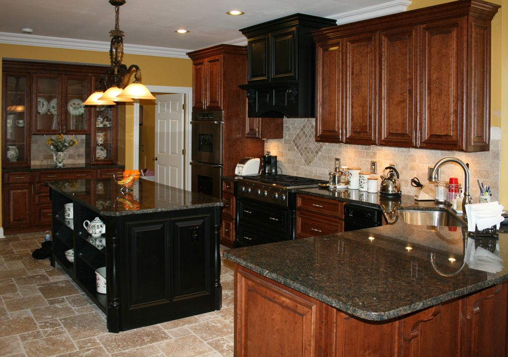 Light colored oak cabinets with granite countertop for Floor kitchen cabinets