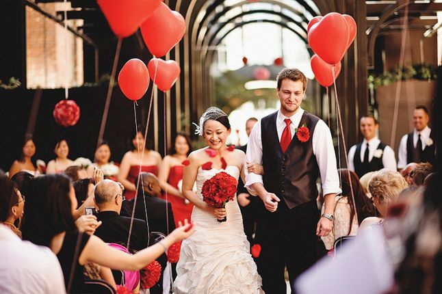 red heart balloons | Red Valentine's Day Wedding Inspiration http://theproposalwedding.blogspot.it/ #wedding #valentinesday #heart #red #matrimonio #sanvalentino #cuore #rosso