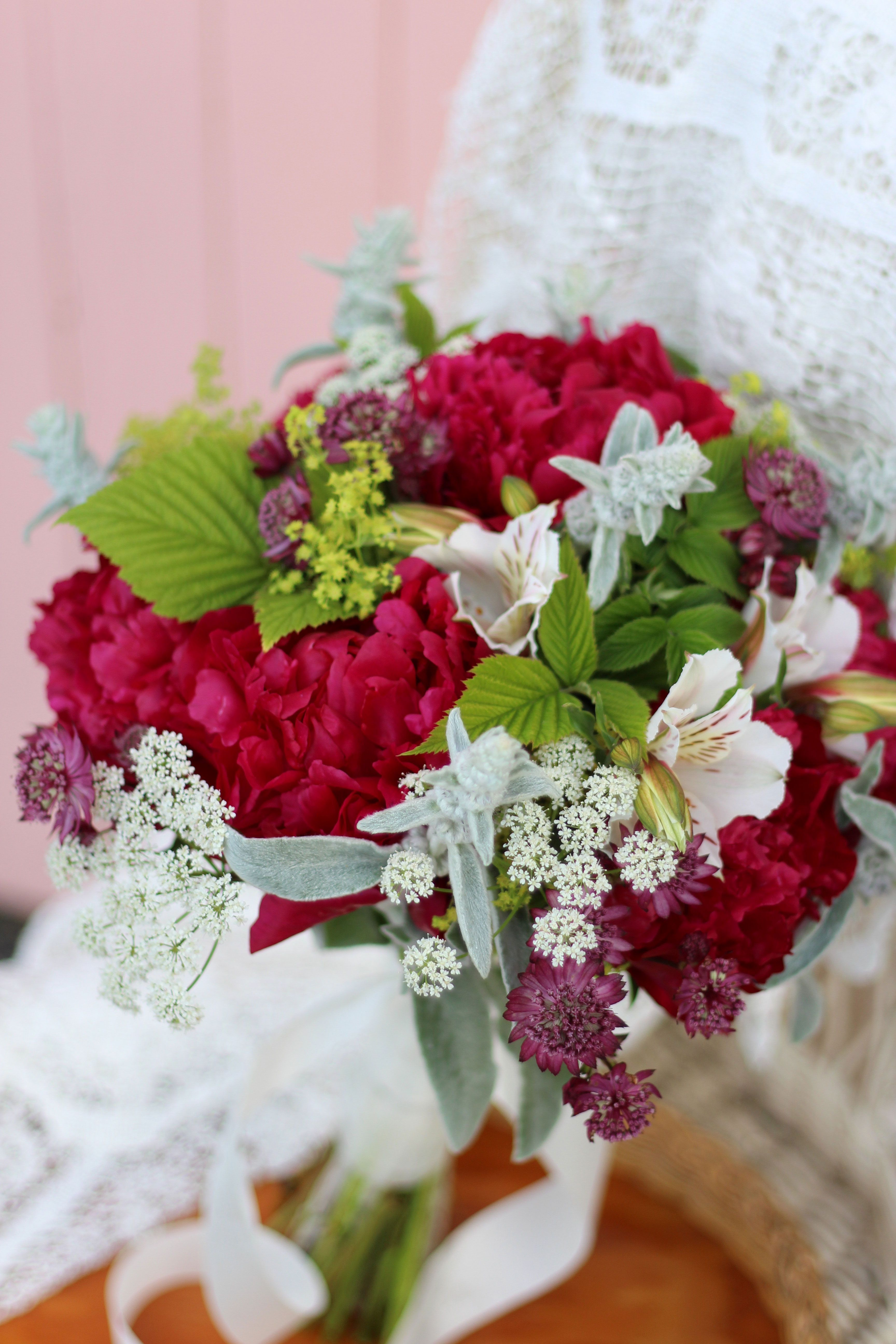 22+ Red wedding bouquets pinterest information