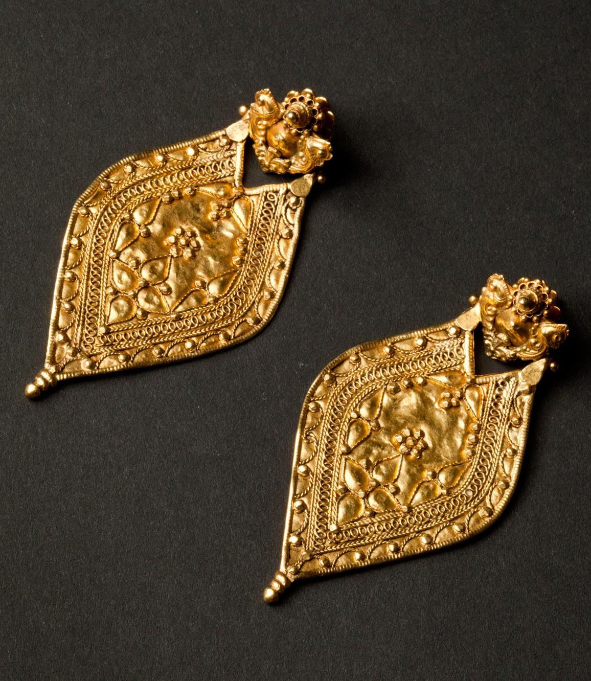 North India | 22k gold earrings. 23grams | ca. end of the ...