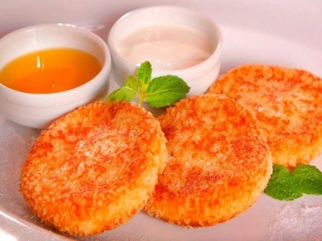 Ингредиенты: творог - 1 пачка (250гр) крупа манная - 3-4 ст. л. сахарозаменитель - 2-3 ст. л. морковь - 1 крупная яблоко - 2 шт. яичные...