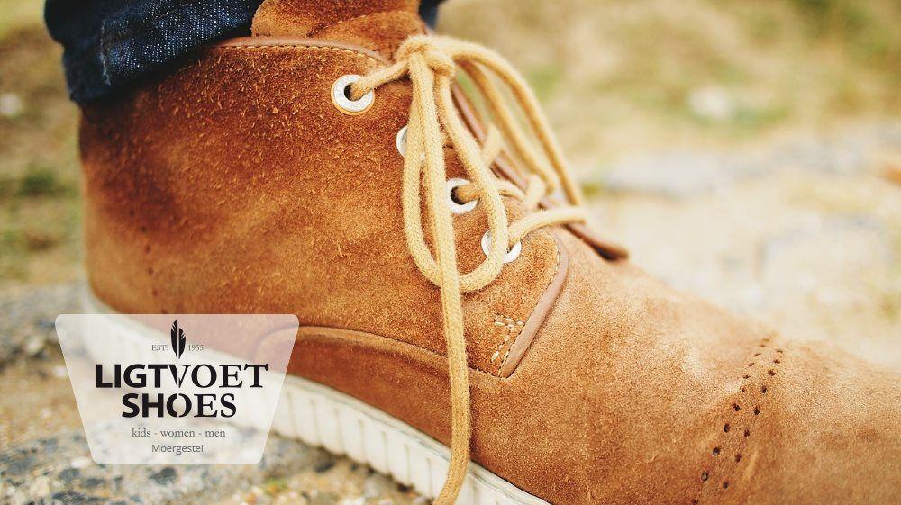 Heb je wel eens suède schoenen gehad die er al gauw lelijk uitzagen? Met de juiste zorg blijven deze schoenen veel langer mooi! Lees onze blog voor een aantal handige tips.
