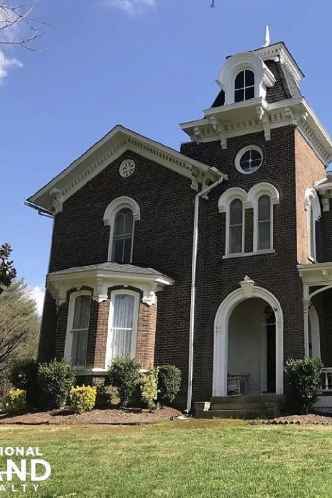1872 Italianate For Sale In Philadelphia Tennessee Captivating Houses In 2020 Historic Homes Architecture Old Houses