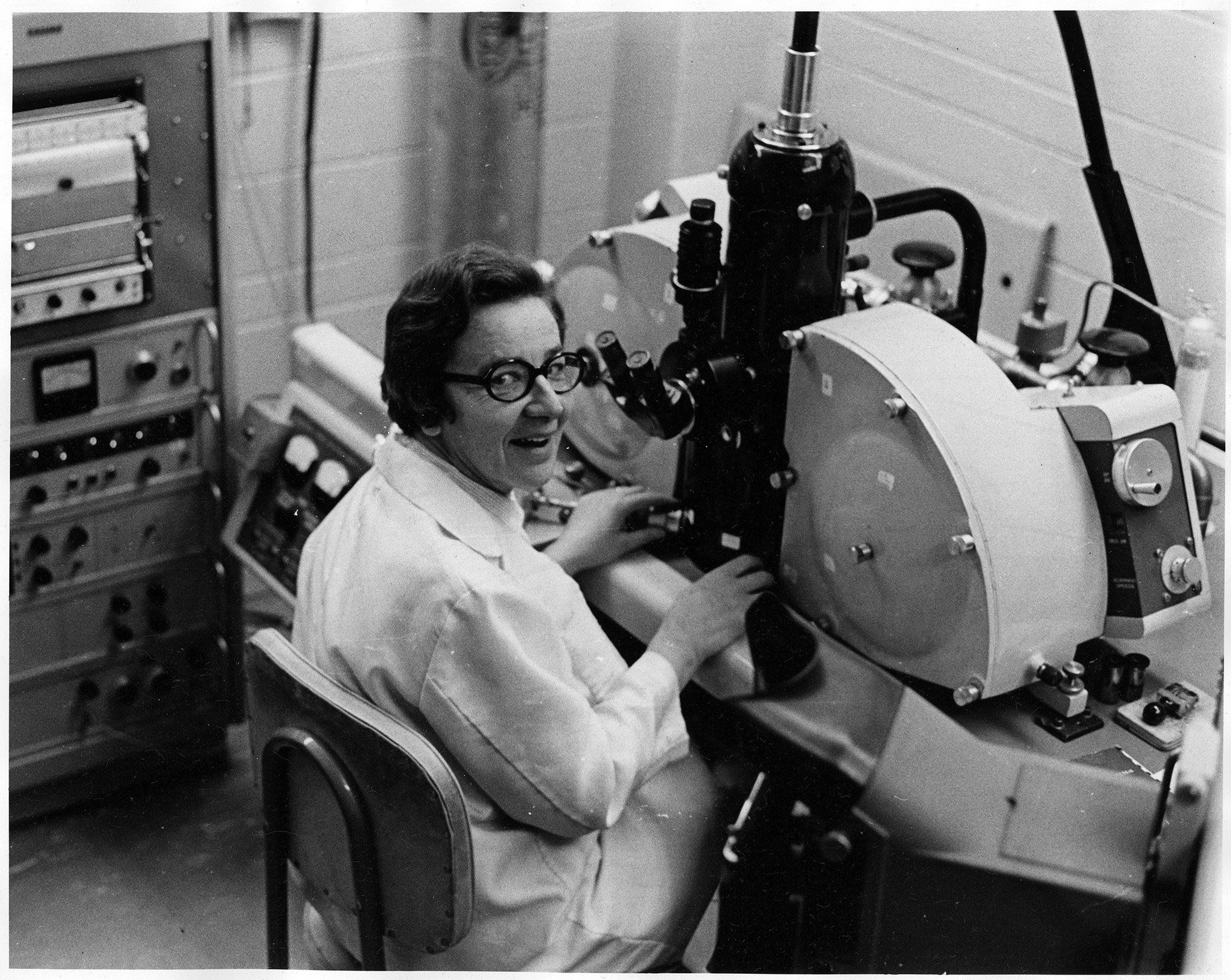 http://fisher.library.utoronto.ca/sites/fisher.library.utoronto.ca/files/franklin%20%28resize%29.jpg Ursula Franklin at work
