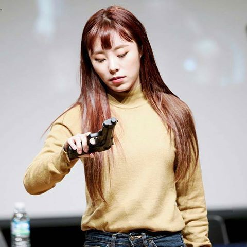 Pin Em Kpop Idols With Guns