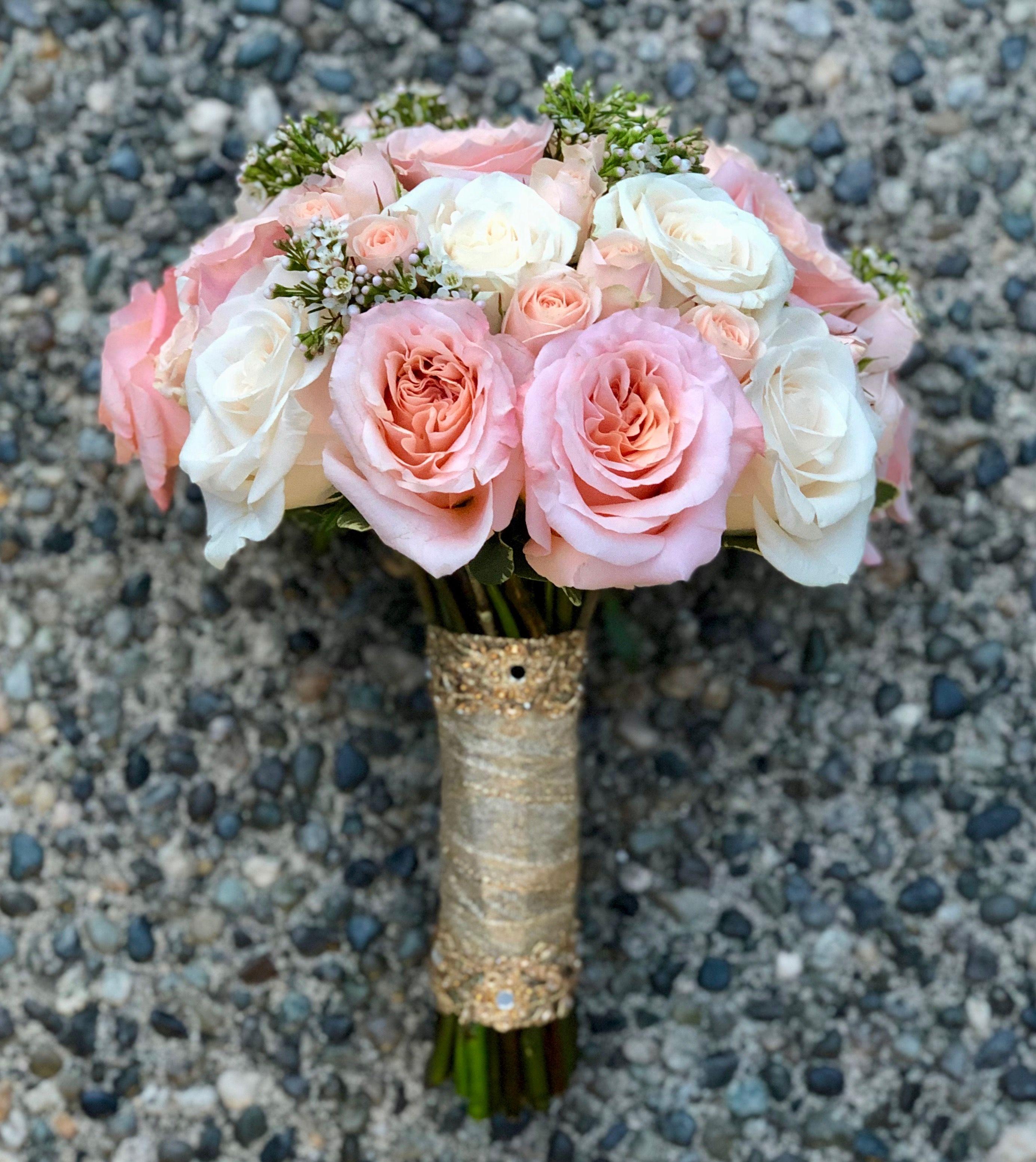 50 Wedding crackers kit Carnation with gold ribbon.