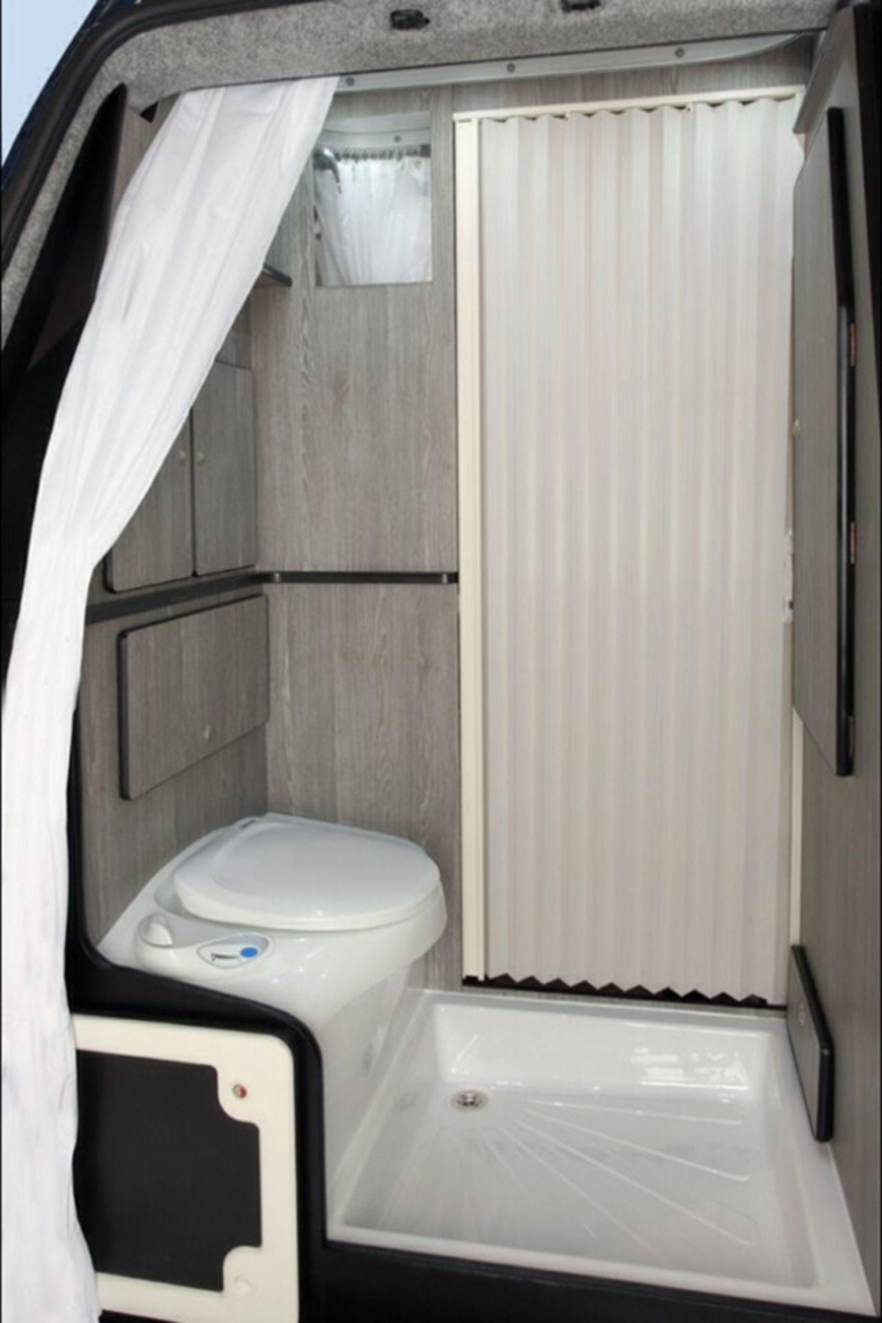 20+ Fabulous Modern RV Camper Bathroom Design Ideas RV To Make