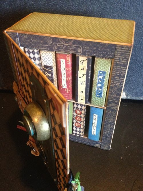 I LOVE THIS/ Denise Johnson's keepsake box includes amazing little journals inside with pictures, memories, and sweet notes from each individual family member. Dad will treasure this for years! #graphic45