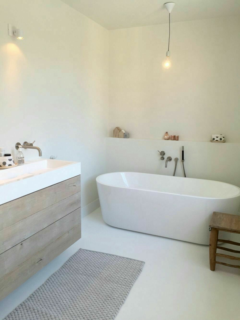 Prachtige badkamer met Beal Mortex op de wanden | bathtub ...
