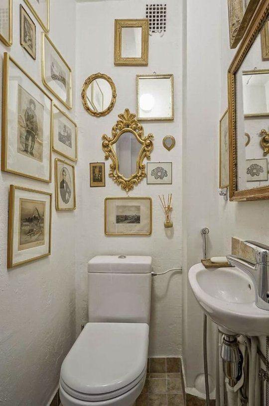 Try This A Gallery Wall In The Bathroom Mit Bildern Kleine Badezimmer Badezimmer Klein Wohnungseinrichtung Deko