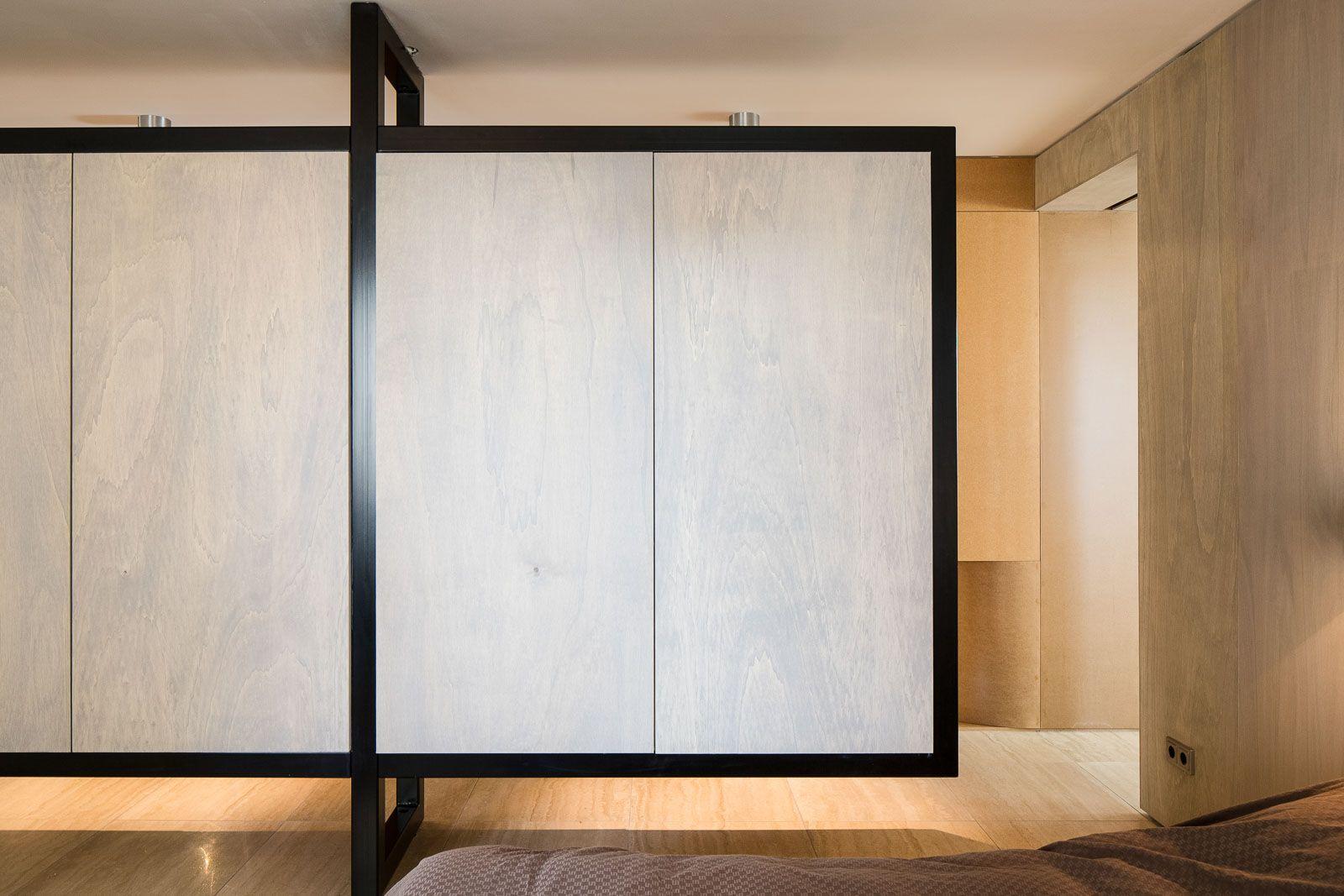 Standard Studio – Sculptural volume riverside apartment.
