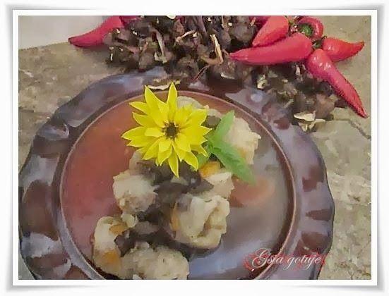 Gosia gotuje...: Gołąbki z grzybami i kuskusem w sosie paprykowym