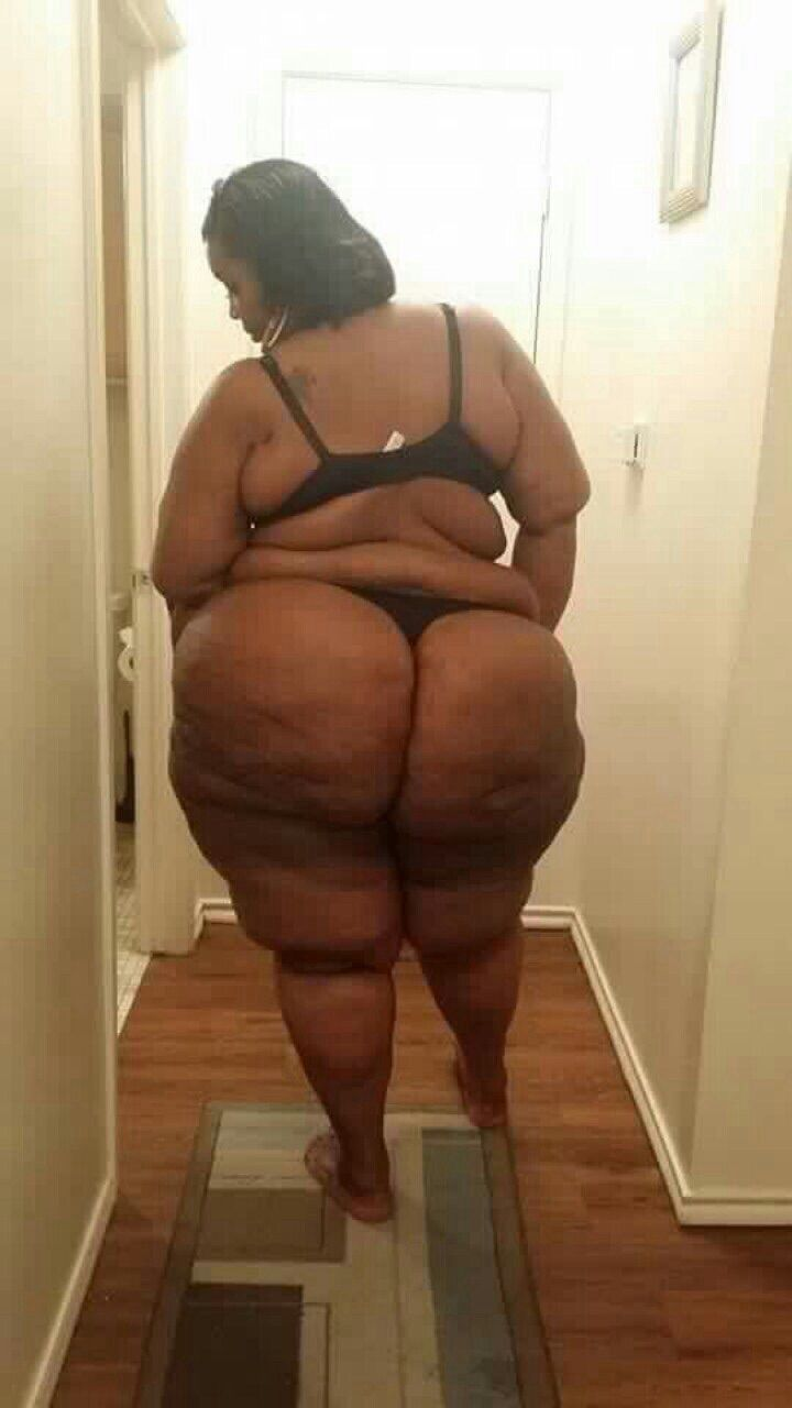 Bbw stretching ass out with toy