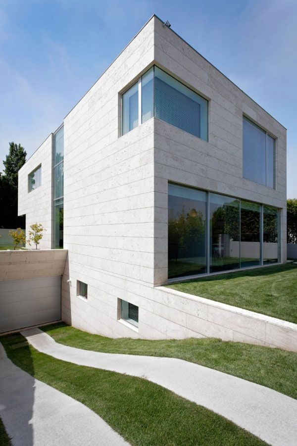 Minimalist cube house with geometric look cube for Minimalist concrete house