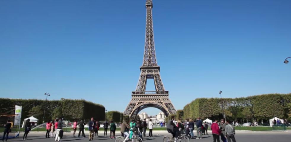 Con un solo día sin #autos el cielo de #París luce diferente. #Hogaressauce.