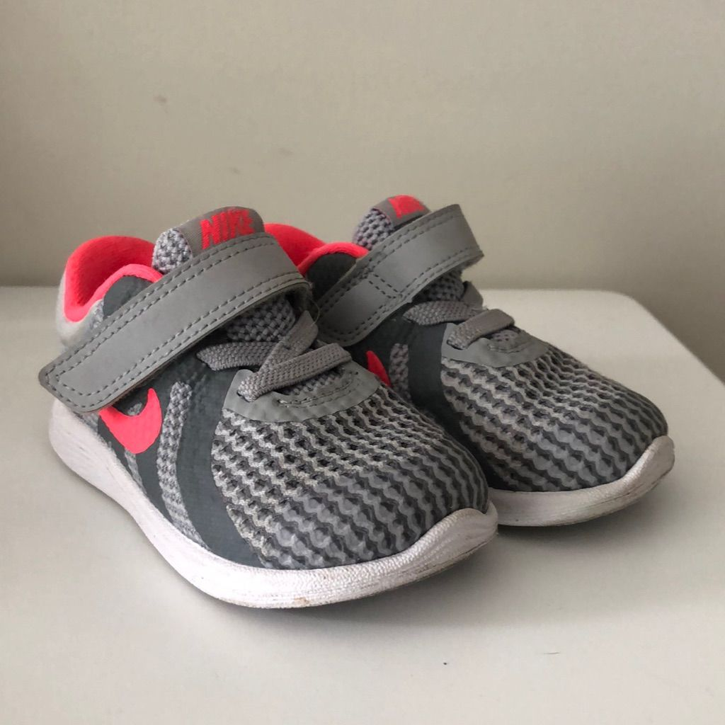 silver nike toddler shoes