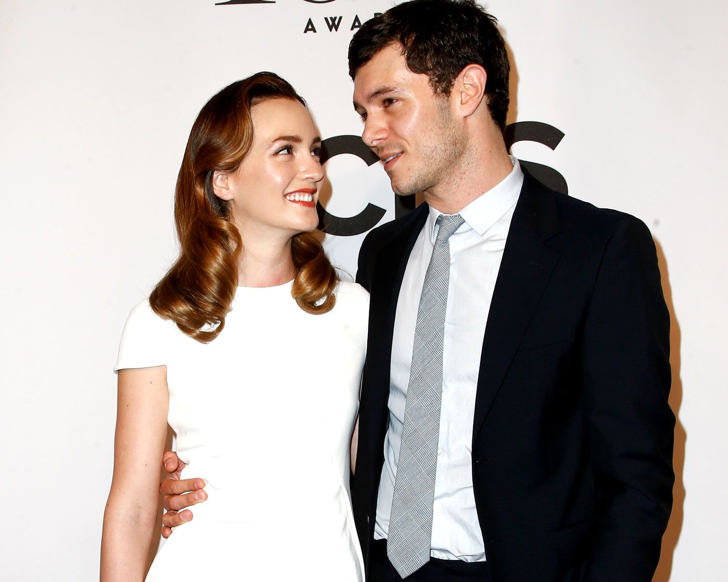 Leighton Meester And Adam Brody Laugh That Blair Married Seth Leighton Meester Adam Brody Actresses