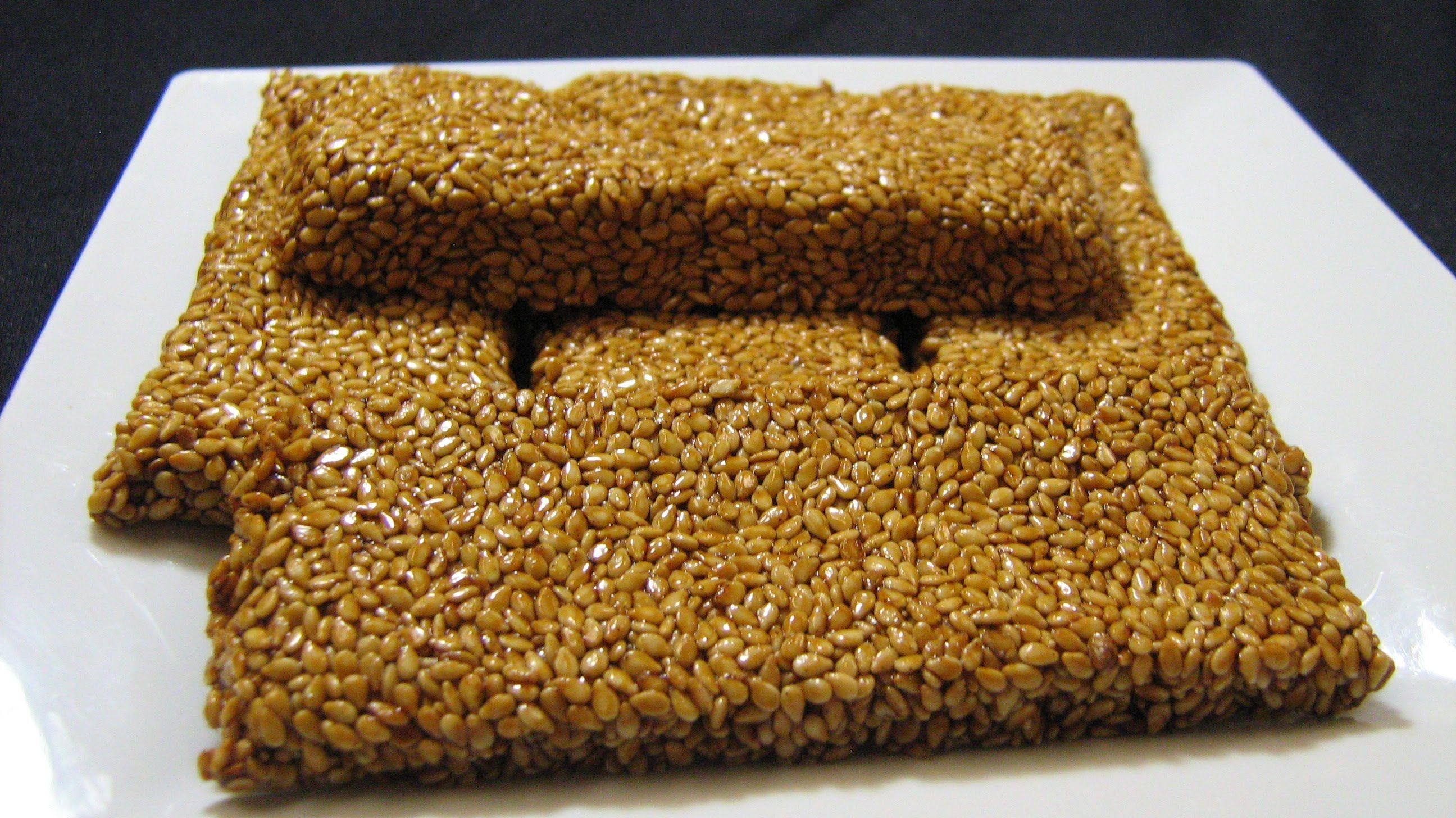 السمسمية طريقة عمل حلا السمسمية الصحية حلاوة المولد Best Homemade Energy Bars Homemade Snacks Sweet Recipes Desserts
