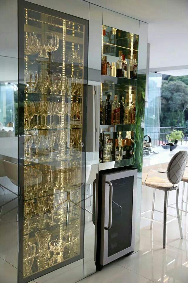 Cristaleira e adega/bar