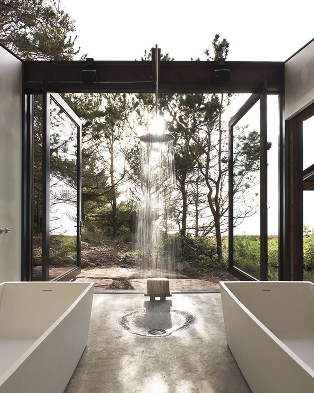 8 Amazing Outdoor Bathroom Design Idea That You Can Imitate Bathroomdesigns Bathroomideas In 2020 Outdoor Bathroom Design Indoor Outdoor Bathroom Outdoor Bathrooms