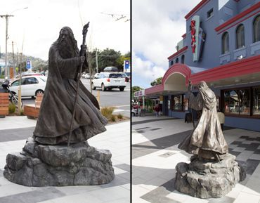 #Gandalf is keeping an eye on the Roxy!  #WetaWorkshop statue erected in Wellington.