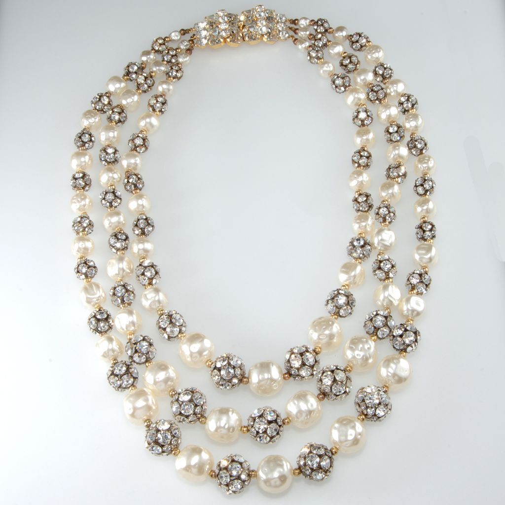 14 Most Elegant Pearl Necklace Designs Really   Pearl necklace ...