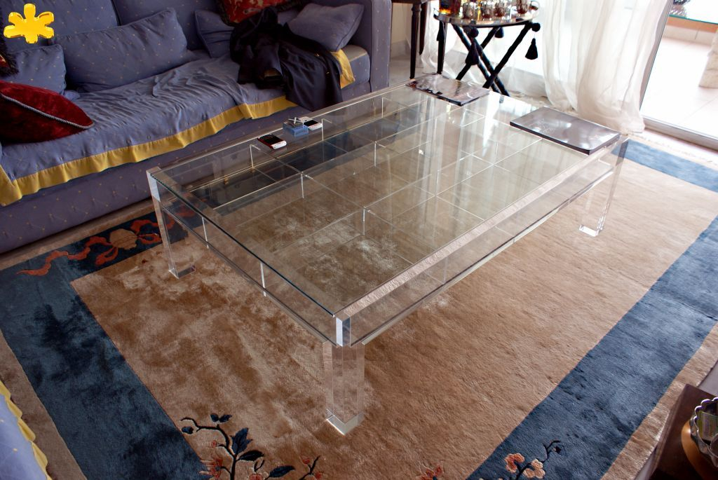 MODELLO SHOWCASE #tavolino #trasparente #acrylic #coffeetable #plexiglass http://www.eldoradosas.it/design/tavolosoggiornodesign/tavolosoggiornodesign.html