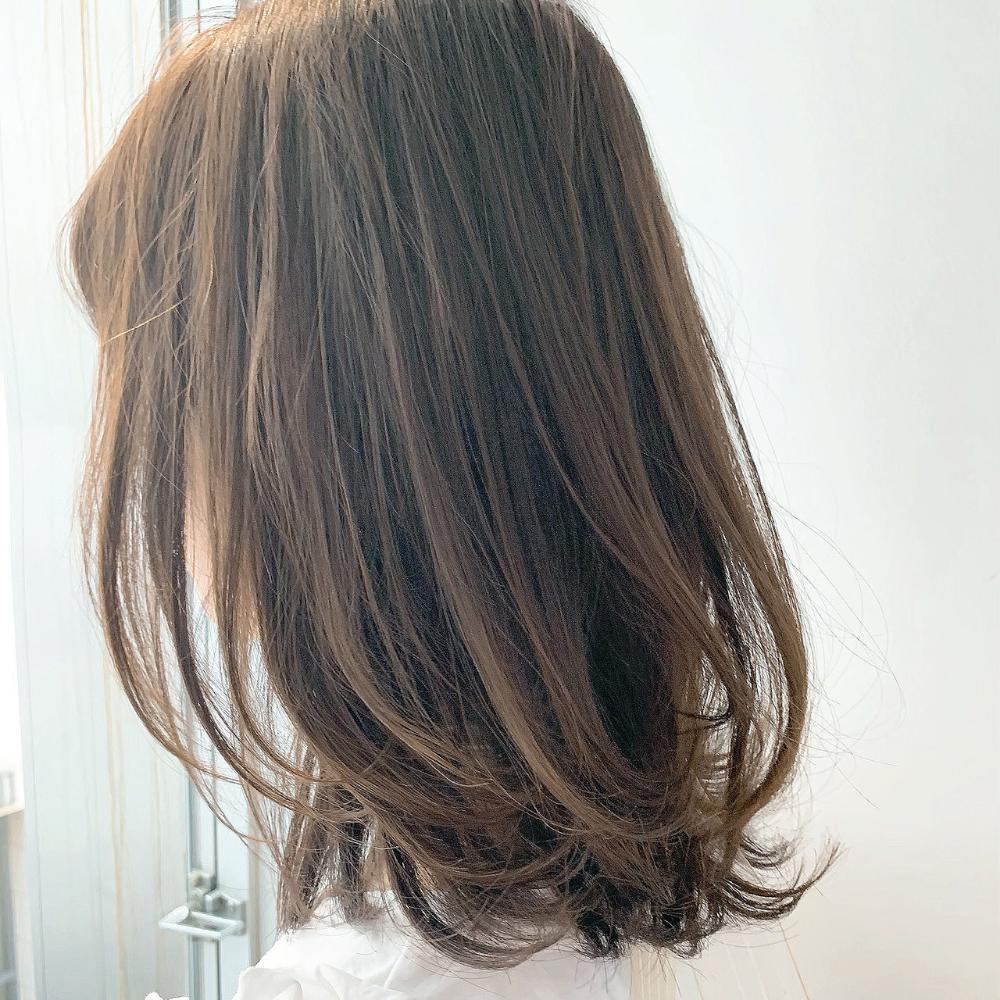 40代女性にご提案 髪型を変えるならミディアムレイヤーがおすすめなんです 髪の長さ ヘア アイディア セミディ