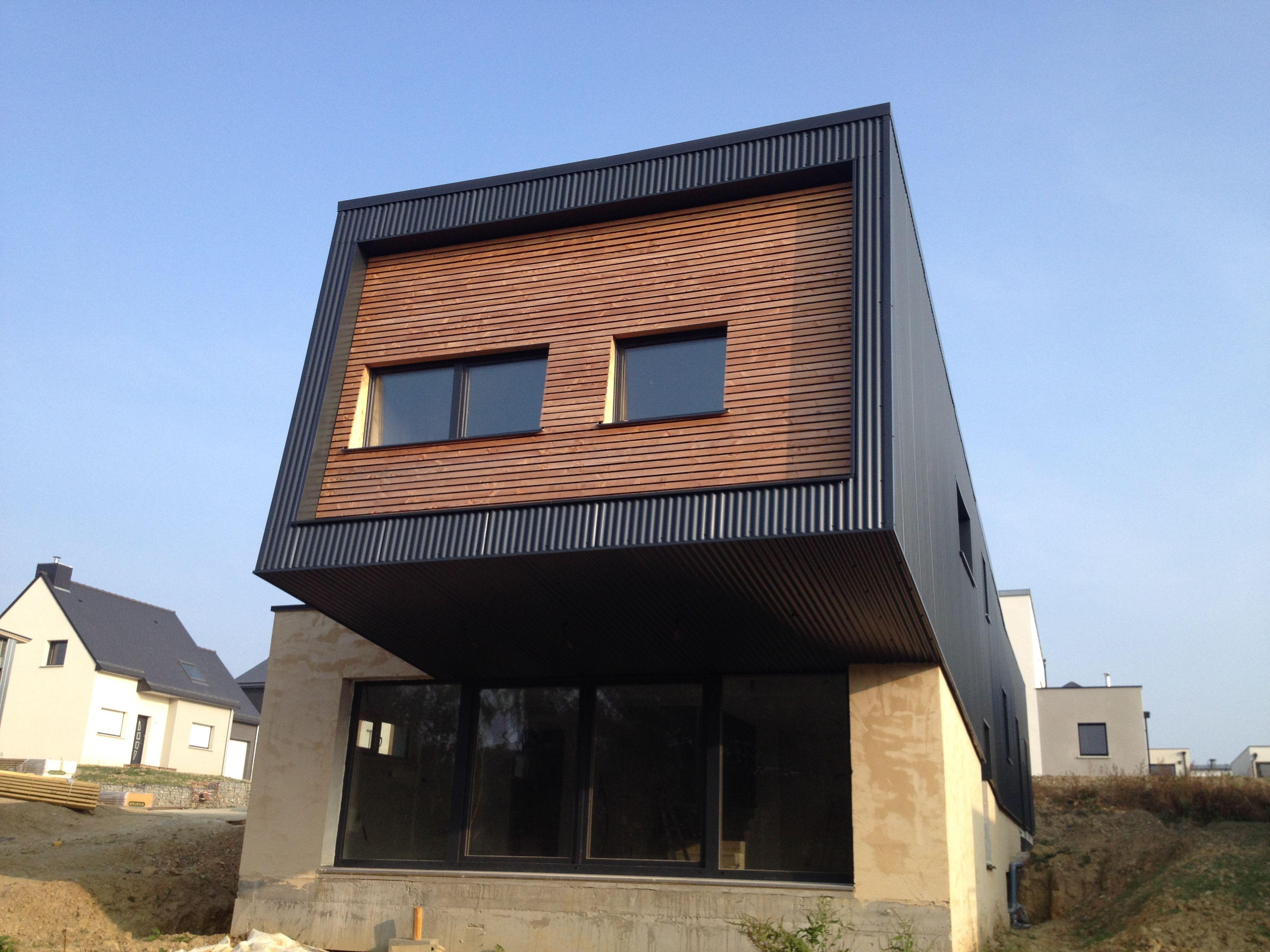 Maison ossature bois bardage bac acier et claire voie Douglas en