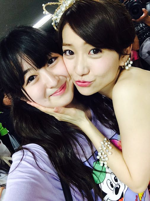 伊豆田莉奈  優子さんの卒業コンサート終わりました!!  優子さん綺麗で本当に素敵でした! 感動しました…>_<…  優子さんはね、 莉奈がステージファイターの選抜に入る事が出来た時に 一番最初に「おめでとう!頑張ろうね!楽しみだね♪」 って言って下さったんです! その時凄く嬉しかったんです^_^  沢山の人から愛される優子さんは 本当に尊敬だし憧れの存在です!!  優子さん大好きです!! 最後に一緒に写真撮れて嬉しかったな♡