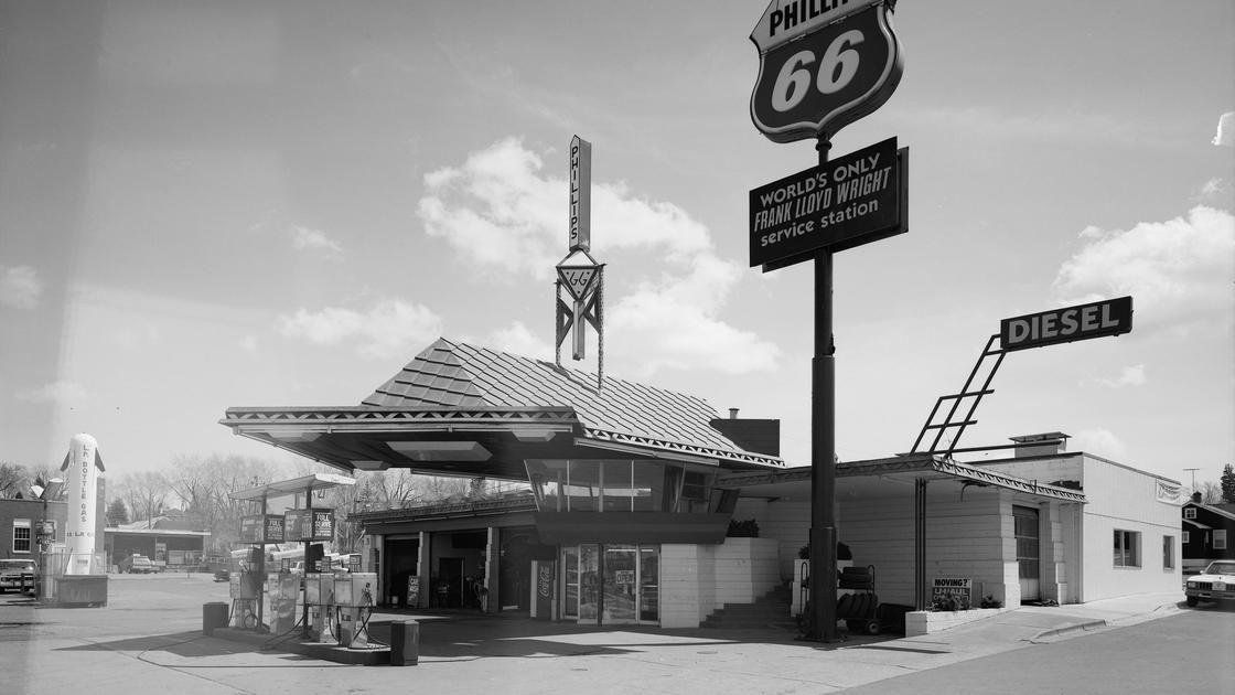 Frank Lloyd Wright, Urban Visionary Gas station, Old gas