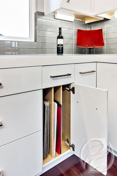 Tray dividers Storage & Organization #GreenfieldCabinetry #CustomCabinetry #KitchenStorage #KitchenDesigner #Trend #Cabinets #KitchenDesignPicture #KitchenDesignPhoto #Image