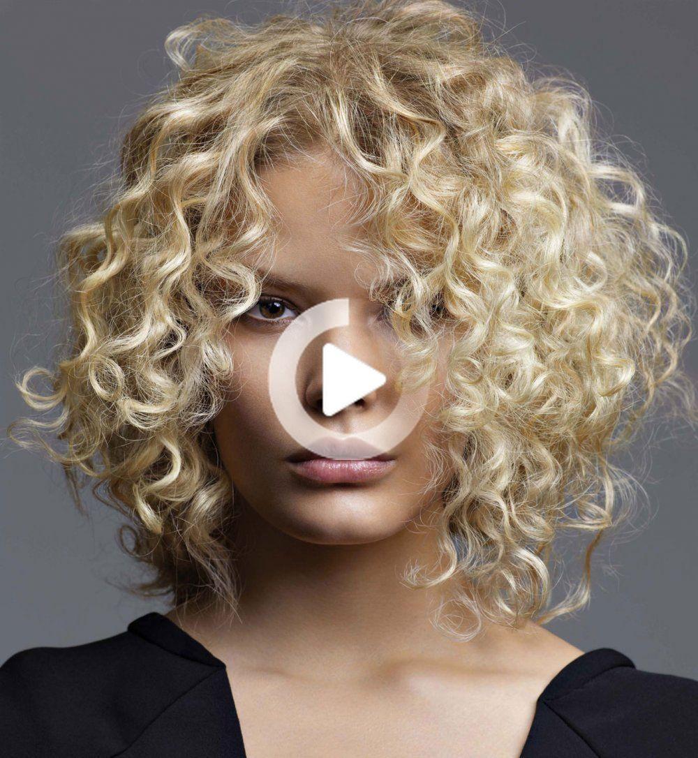 Découvrez les 5 tendances coiffure printemps-été 2020 ! en 2020   Cheveux courts bouclés ...