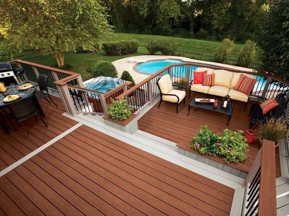 Giardino con terrazzo in legno e piscina external design