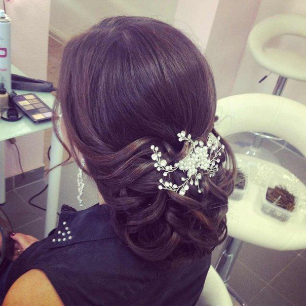 Simple Wedding Hair Ideas: Simple Wedding Hairstyle With Low Bun And Ornament