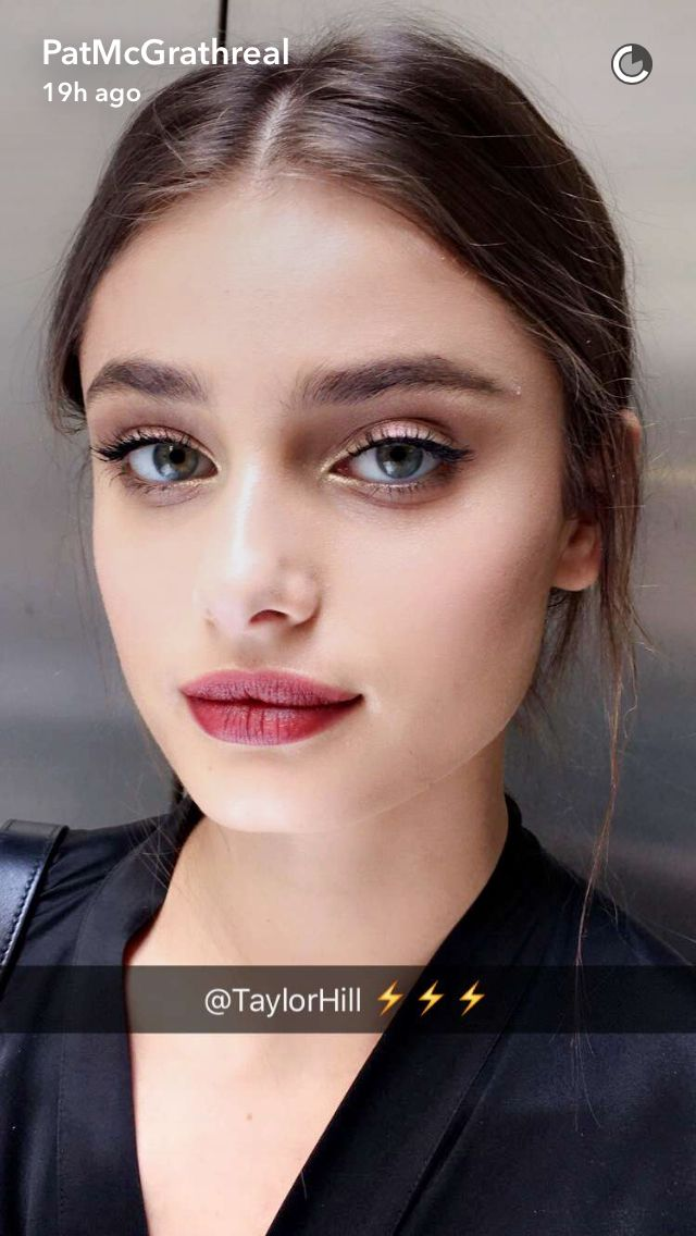 Taylor Hill on PatMcGrathu0027s snapchat D\G fashion show 2016 Dubai - maquillajes naturales 2016