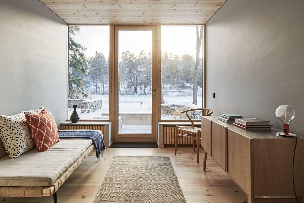 Swedish Beachhouse guestroom interior design with beautiful wooden - möbel martin küche