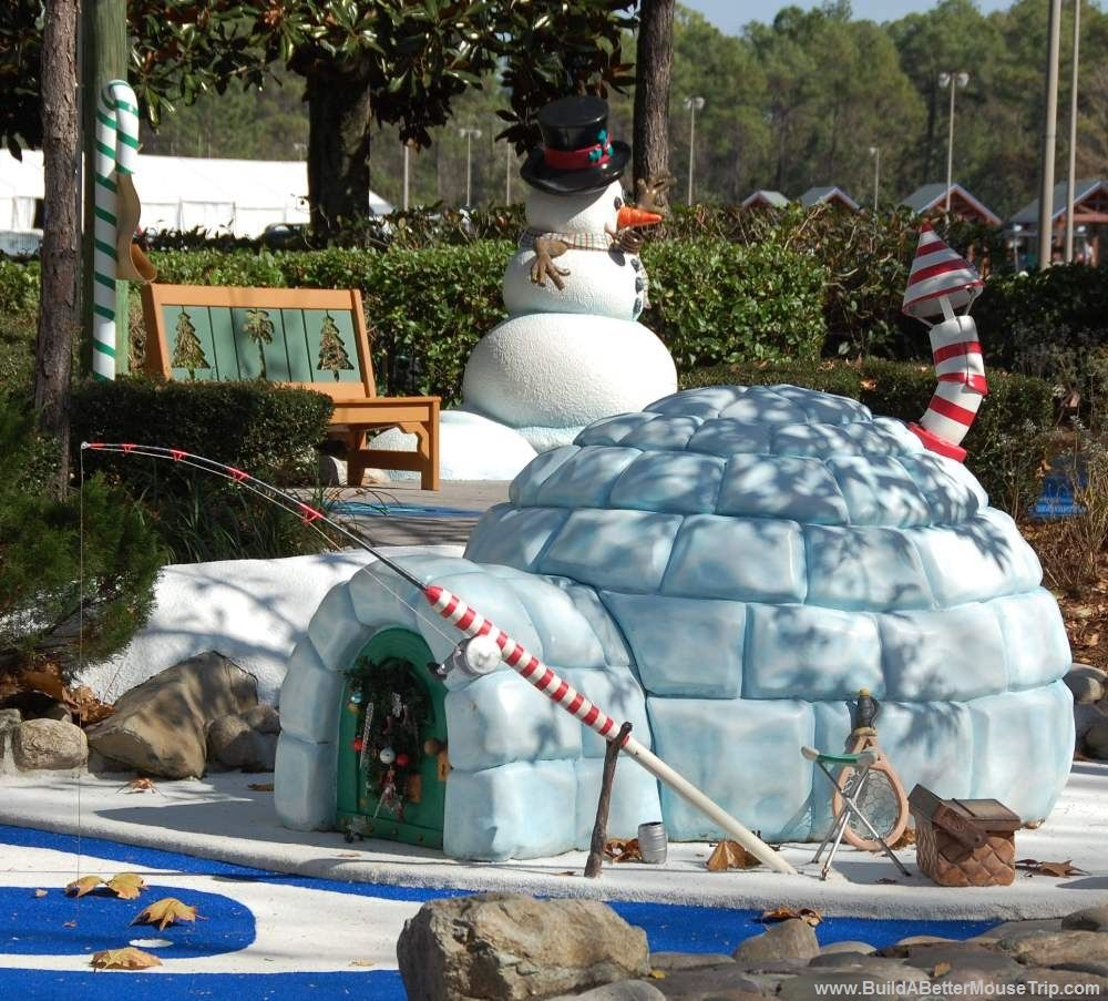Really Cute Igloo And Snowman Christmas At The Winter Summerland Putt Putt Golf Course At Disney World In Flo Fantasia Disney Disney World Disney World Florida