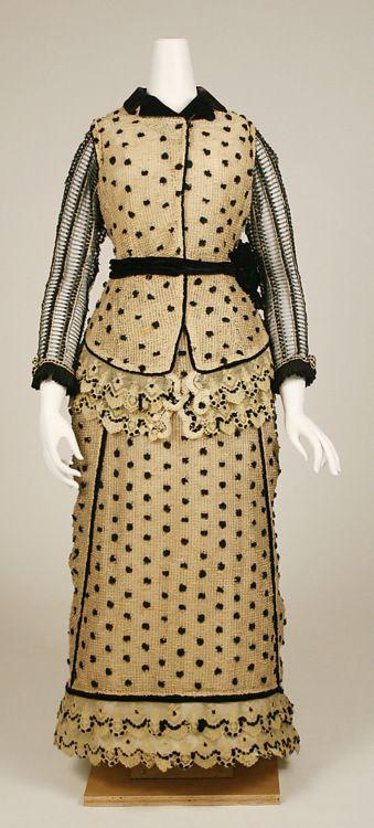 1880-1883 dress