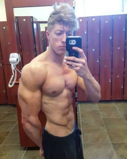 Celebrating hot guys from the web. 18 + only. I claim no ownership to these photos. If you see...
