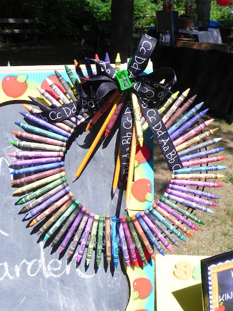 Corona de crayolas kindergarten graduation party or a school retirement decoration idea - Kindergarten graduation decorations ...