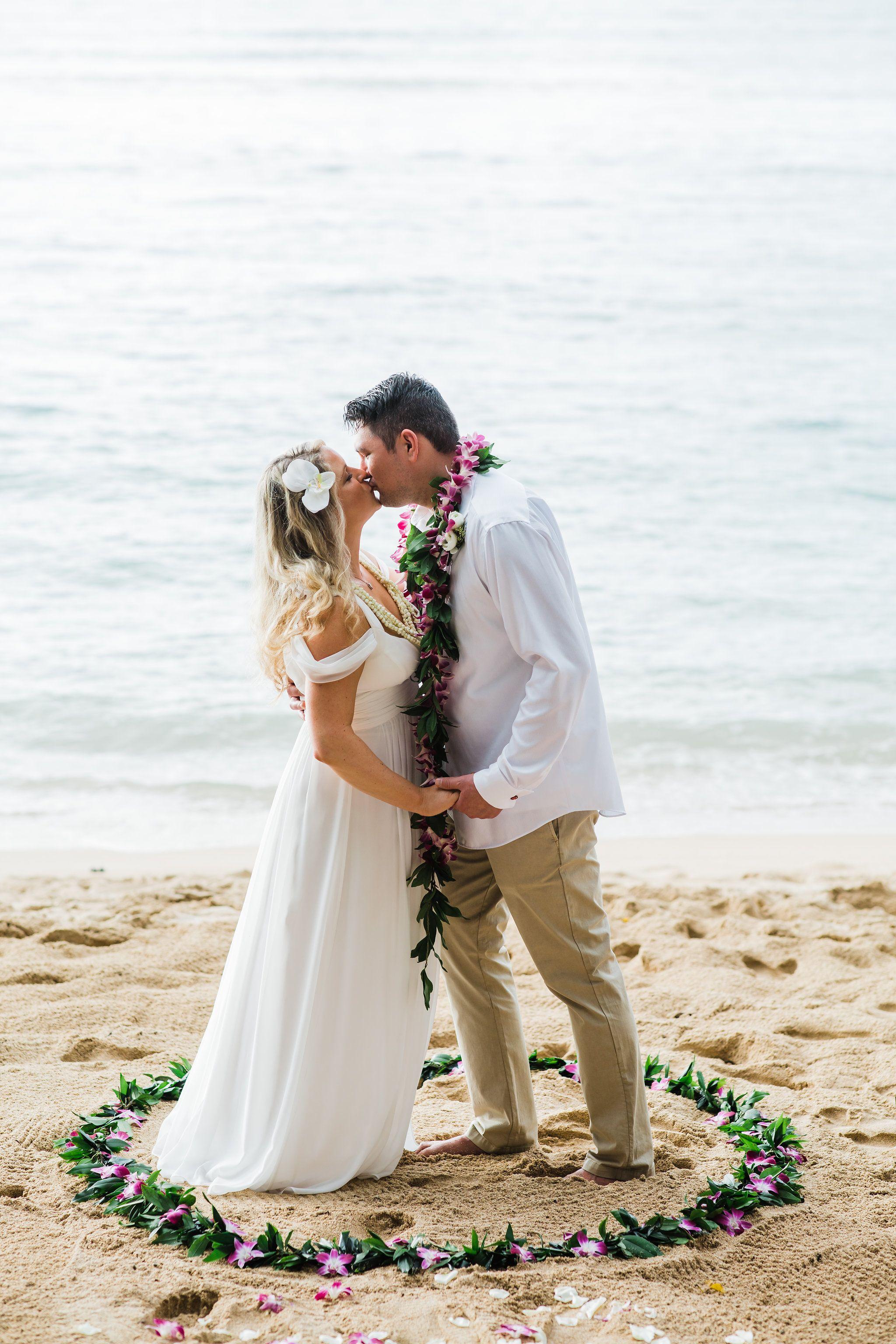 Tropical Wedding On A Hawaiian Beach Honi Kiss