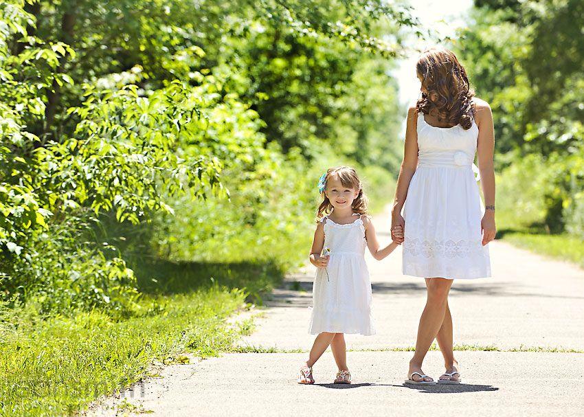 картинка дочка с мамой идут за руку хорош будет