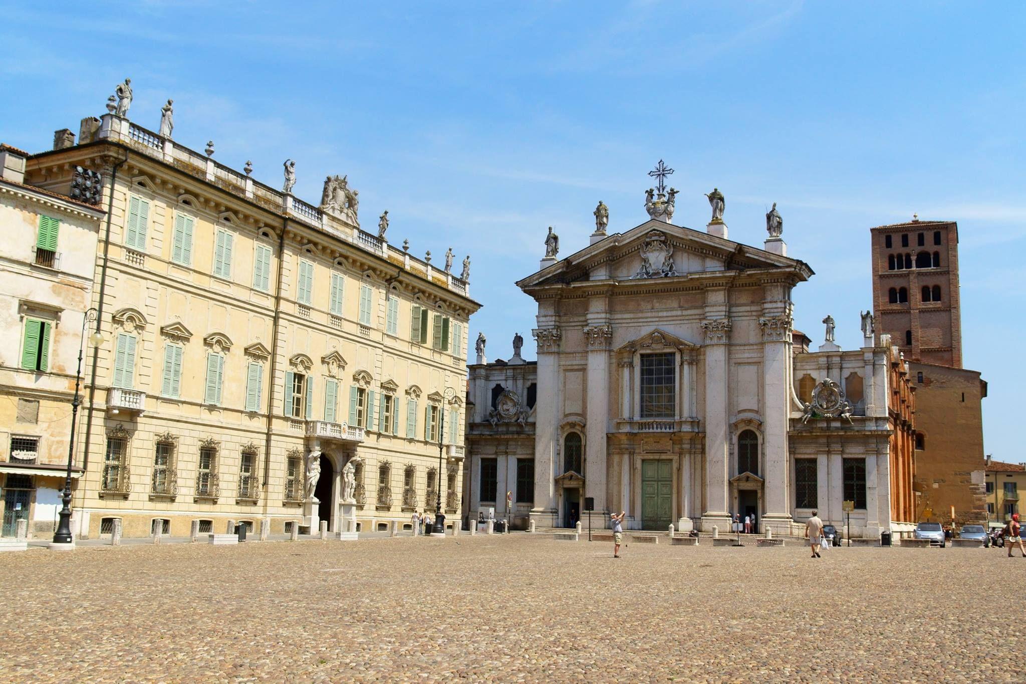 Det finns mycket att se i Mantua, men du får inte missa: - Palazzo Ducale  - Piazza Sordello