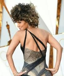 %Halle Berry and her Oscar Curls