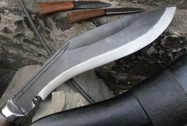 10 Inch Panawal Rust Free Farmer Kukri   Blade Size and Type : 10 inch (25cm)  Handmade and Rust Free blade. Handle Size and Type : 5 inch (12.5cm) Rosewood full tang Handle. Spine : 2.3 Inch. Belly : 12mm. Handle Circumference : 4.1 Inch. Hardness of steel : spine=22-25 RC, belly=45-46 RC, edge=54-55 RC.