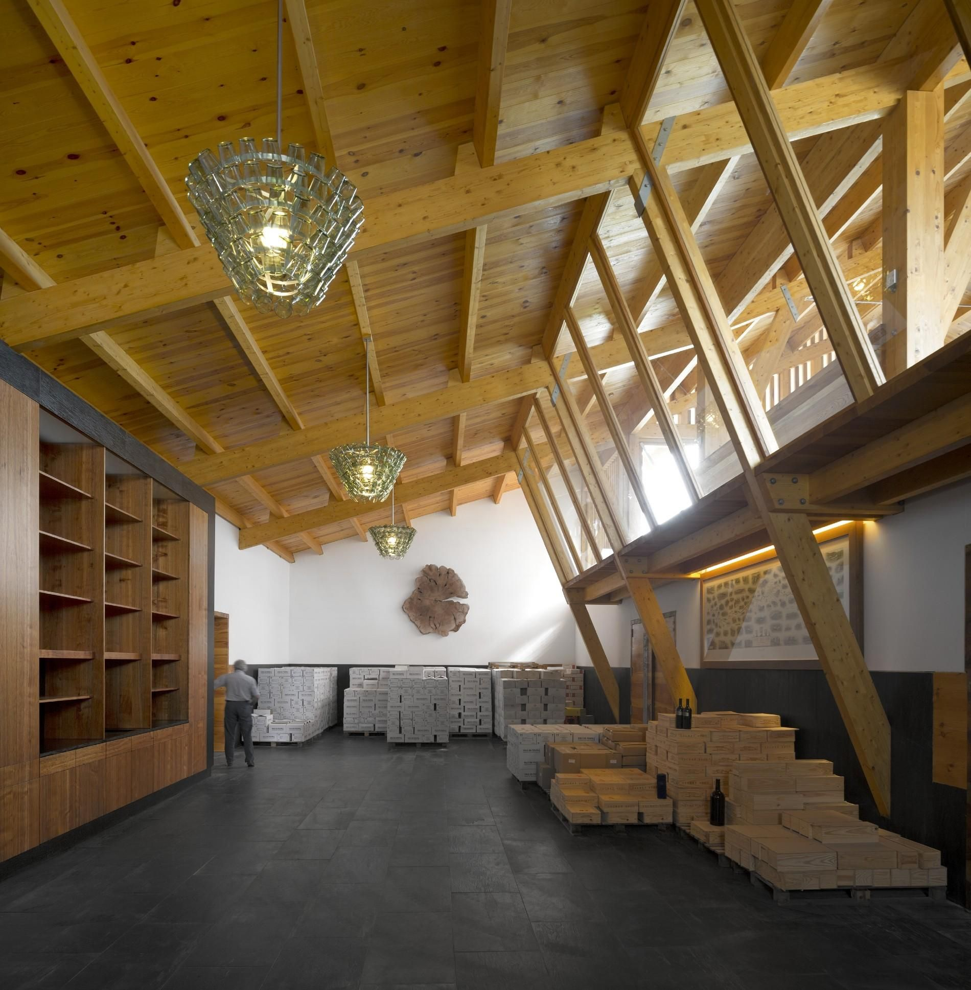 Adega Quinta da Faísca Apple kitchen decor, Modern wood