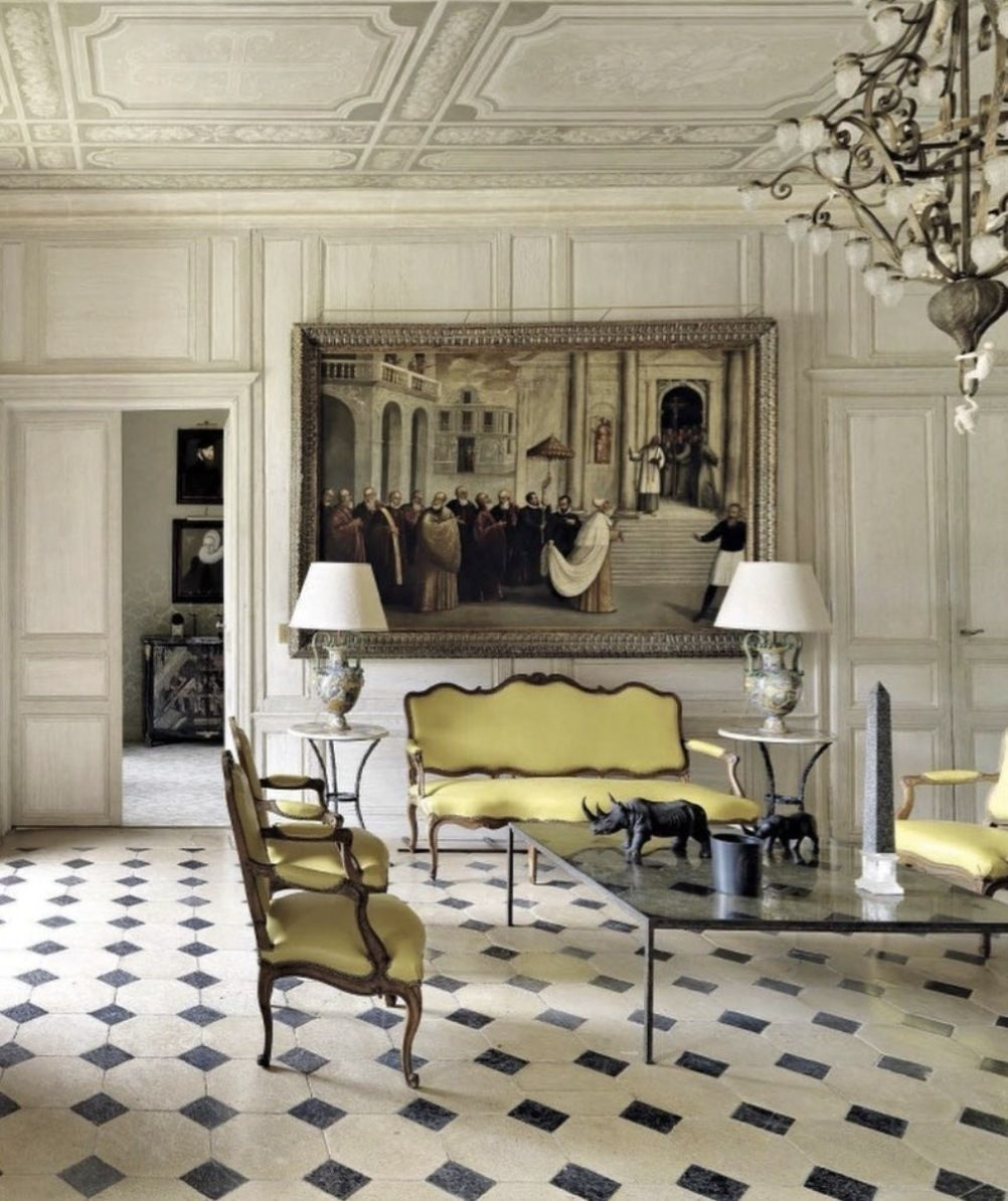 Chateau De Pouy Sur Vannes Design By J P Molyneux As Featured In June Ad Italia Issue Ad Italia Chateau Moderne Interieur Design Hotel Particulier