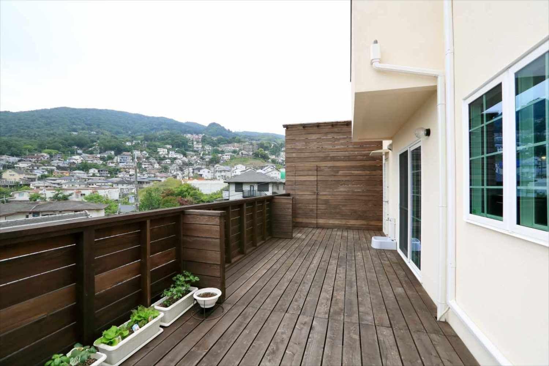 20帖のウッドデッキのある家 ヴィンテージホームズの写真集 大阪 輸入