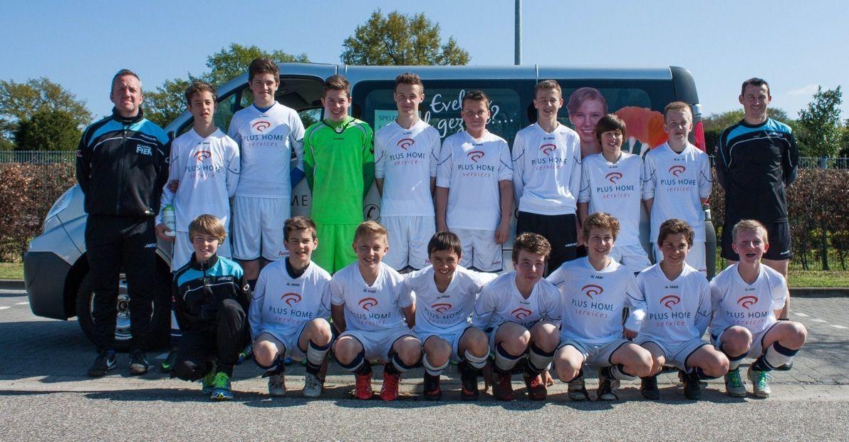 De spelers van FC Lembeke U15 tijdens het internationale voetbaltornooi van JEKA Breda